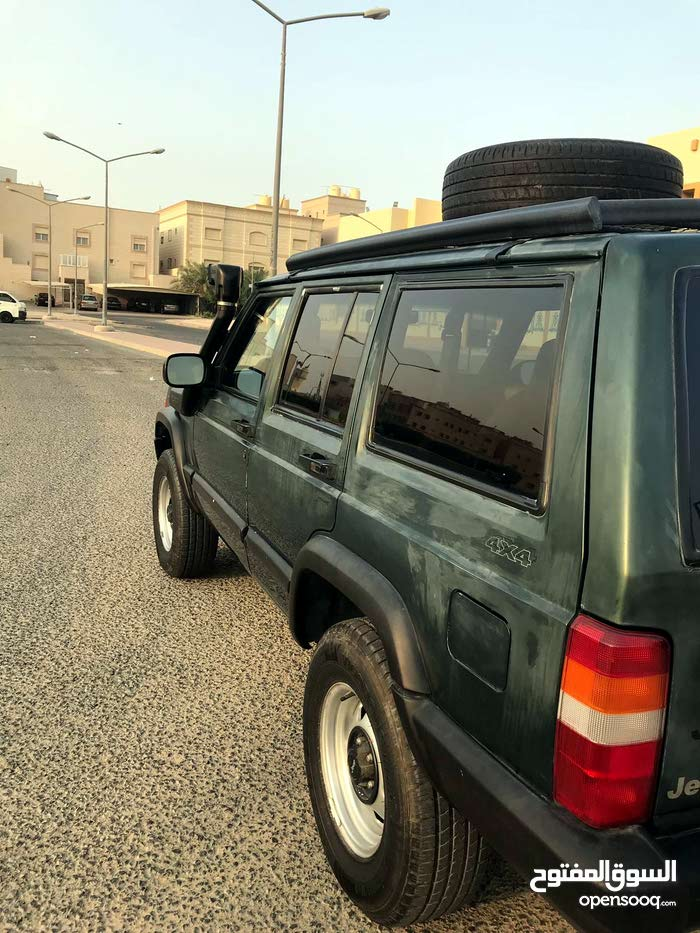 km Jeep Cherokee 2000 for sale