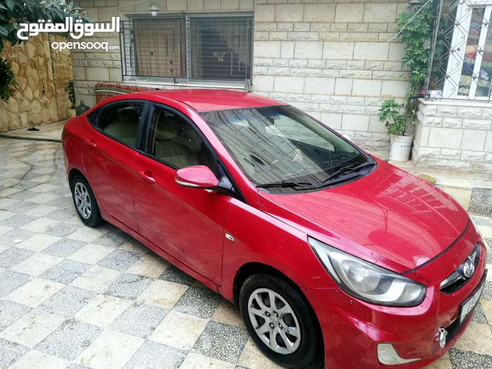 Maroon Hyundai Accent 2013 for sale