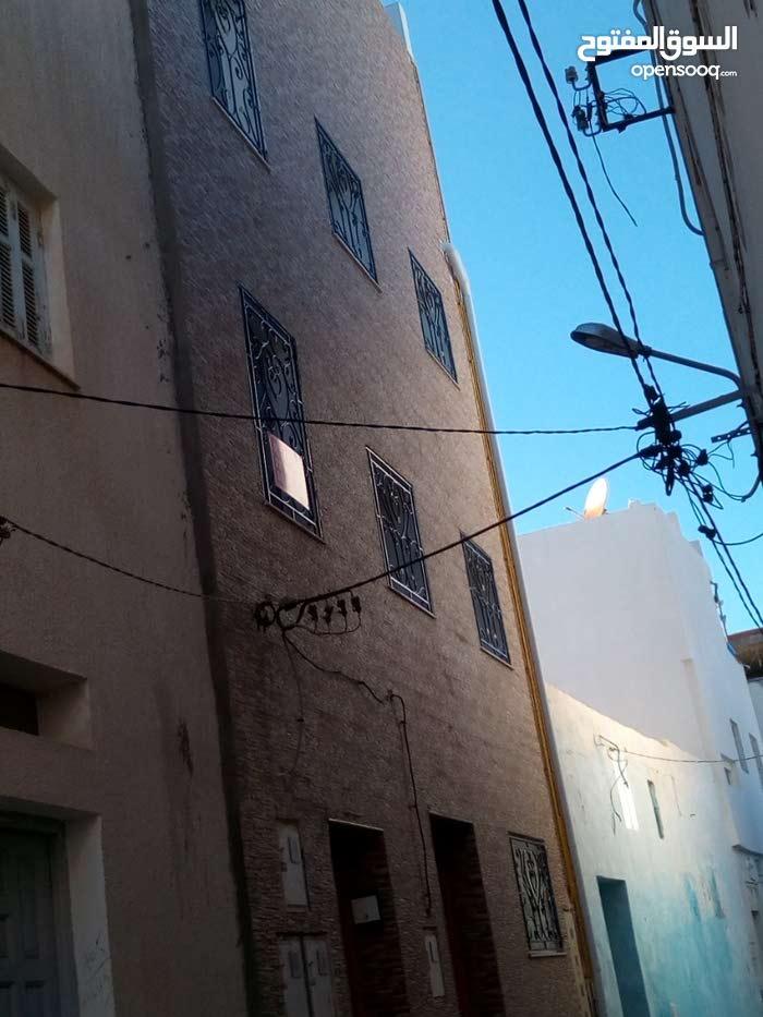نهج تونس الربط قرب حمام الدبابي وراء المغازة العامة بالمنستير