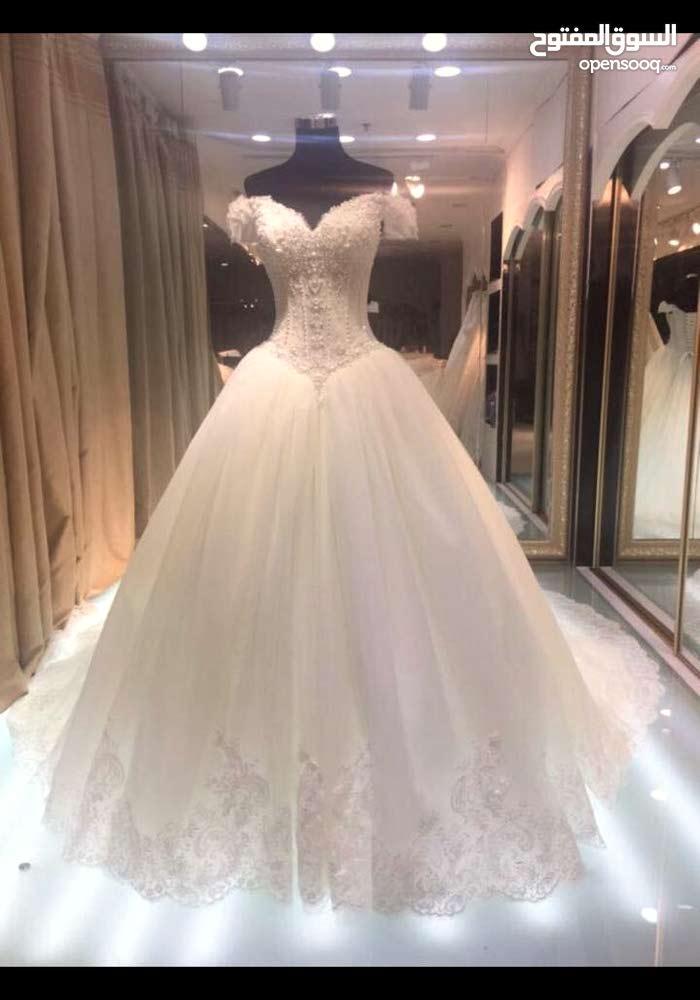 لايجار او بيع فساتي عروس ابيض