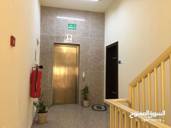 للايجار شقة تجارية /سكنية في سند