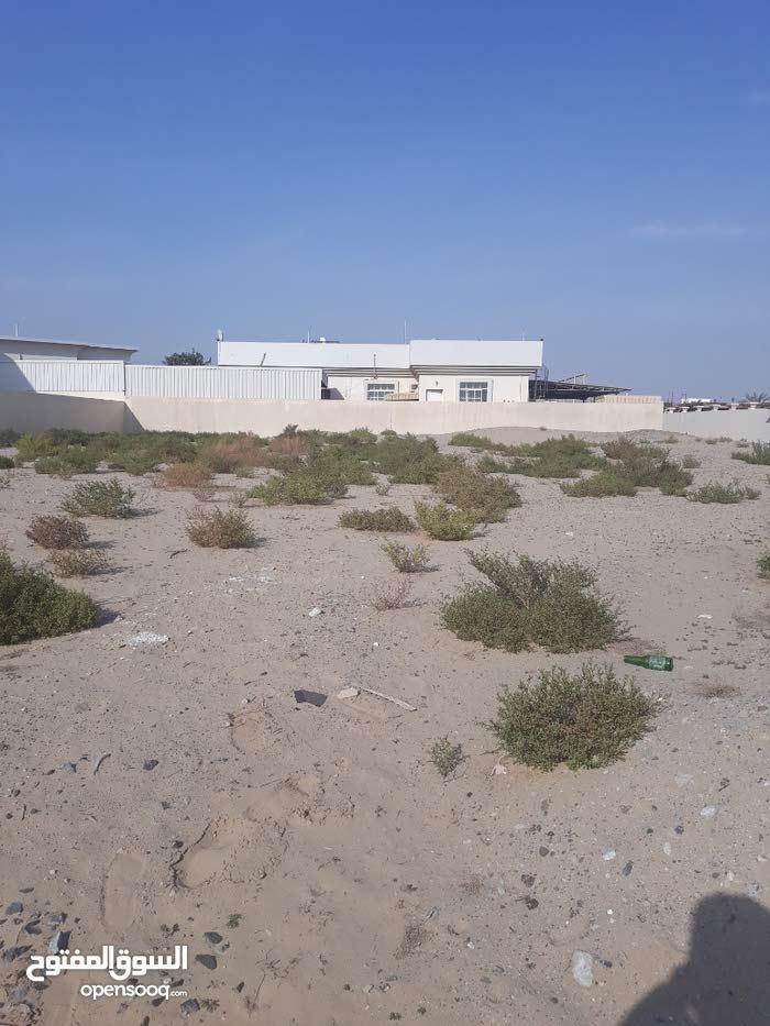للبيع ارض سكنية في ند الحمر (دبي)