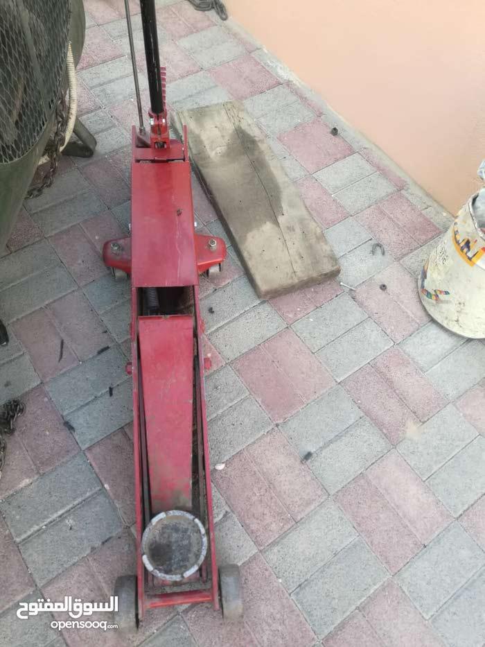 آلات لصيانة وتركيب الإطارات