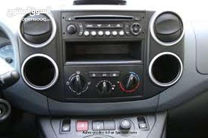 سيارة بيجو بارتنر موديل 2013 للبيع