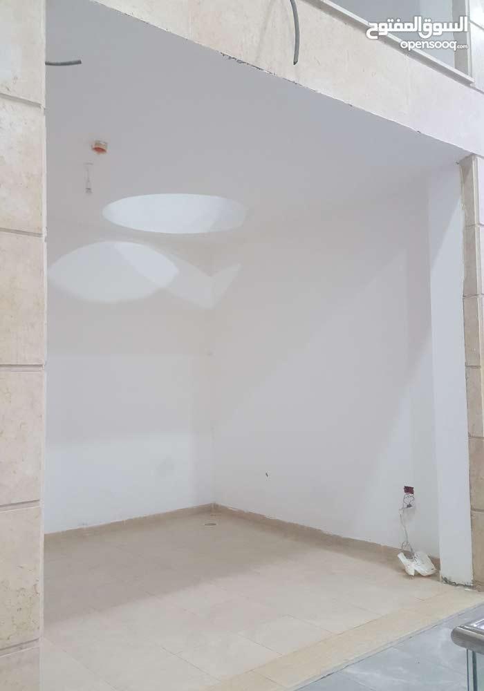 محل تجاري للايجار مقابل مطعم السروات الدوار السابع