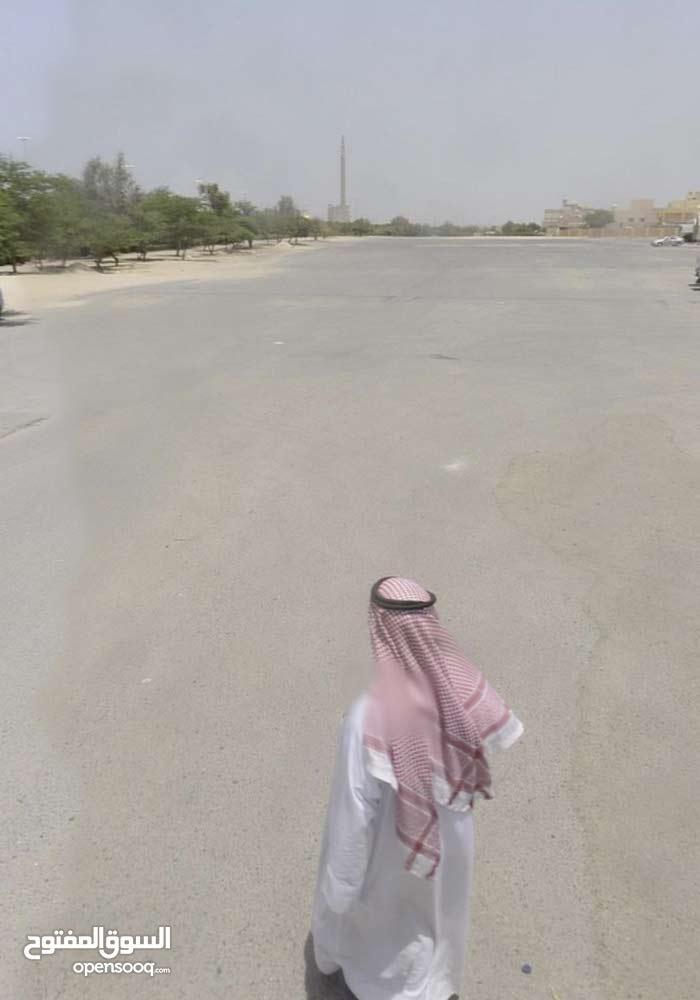 للبيع بالعيون بطن وظهر ونافذ ارتداد مفتوح امام المسجد