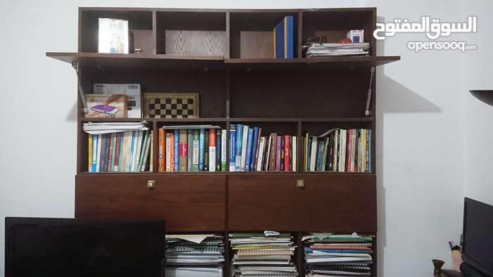 مكتبة للتلفزيون و الرسيفر و الكتب خشب ممتاز عمولة