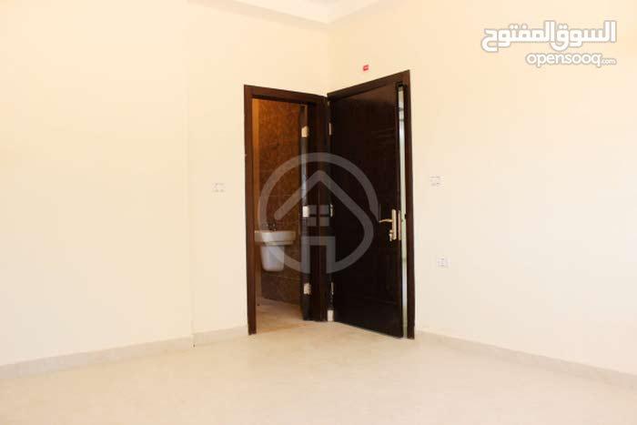 شقة ارضيه للبيع مساحة 133م بالاقسااااط بسعر الكاش بطريق المطار