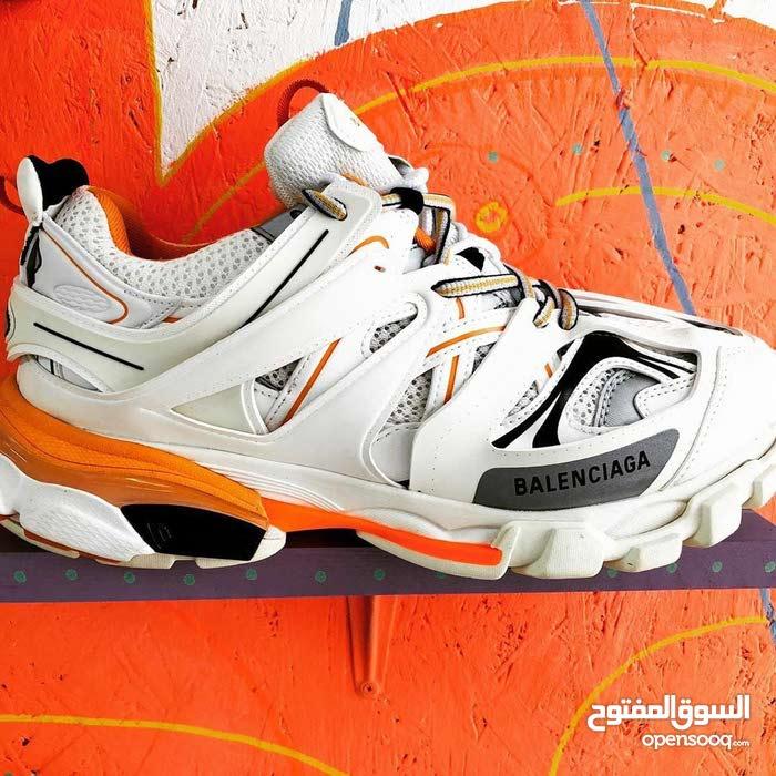1108b5822 للبيع حذاء ماركة بلنسياغا اللون أبيض بالعلبة مقاس 42 - (106005896) | السوق  المفتوح