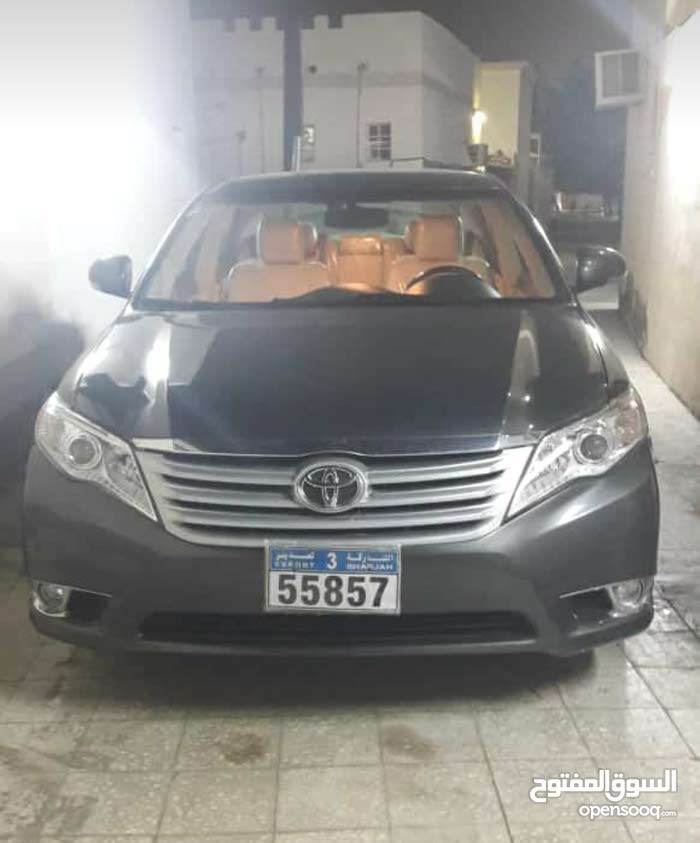 1 - 9,999 km Toyota Avalon 2011 for sale