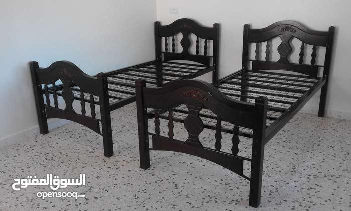 سرير شبه جديد للبيع