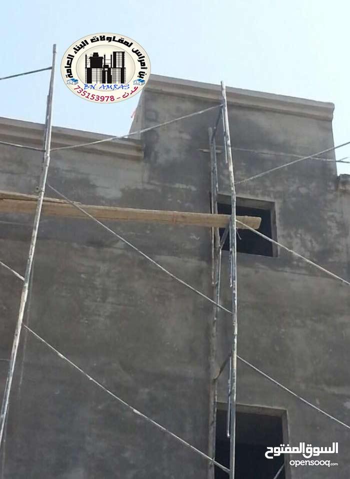 معلم لياسة مليس , مقاول تلييس جدران المنازل في عدن