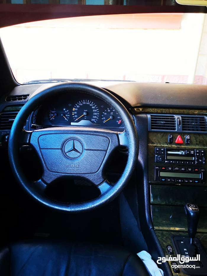 Mercedes Benz E 320 car for sale 1999 in Barka city