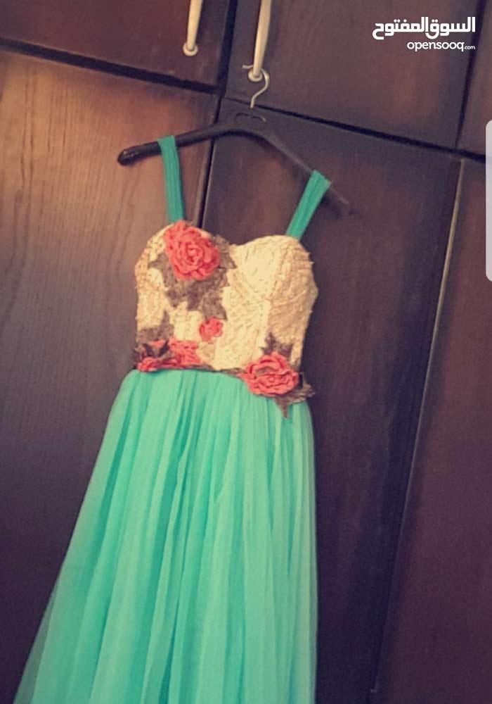 فستان قصير للبيع 30  دينار نفاش