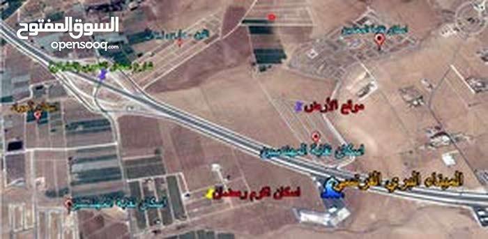 قطعــة أرض مميزة للبيع على طريق المطــار خلف منطقة الذهيبة الغربية