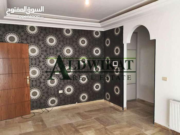 شقة ارضية للايجار في خلدا مساحه البناء 215 م مع ترس امامي