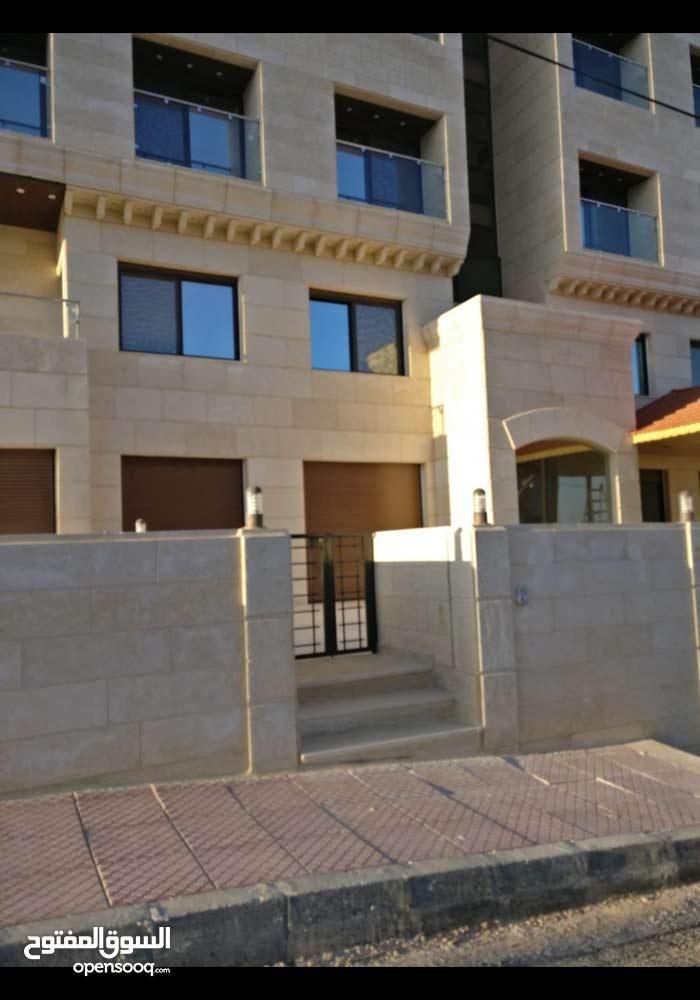 شقة فاخرة لم تسكن في ضاحية الامير علي 135 متر