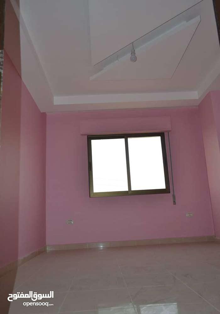 شقة طابق أول للبيع  -في الزرقاء قرب مسجد الزرقاء الجديدة -