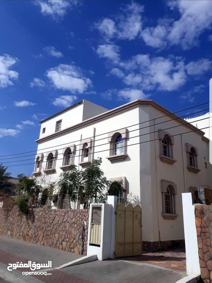 ملحق مستقل بالقرب من جامع بن عمير  والمنطقة التجارية بالخوض
