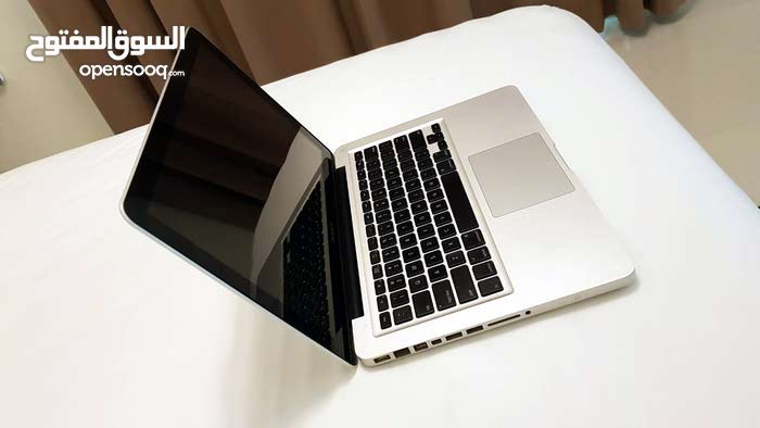 Mac Book PRO Core i7 8 GB RAM 750 GB Hard Drive With Graphic Card 13.3 inches