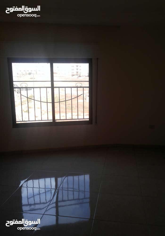 شقة للايجار في البنيات بجانب مدارس الحصاد
