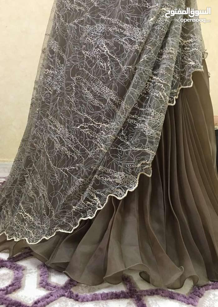 فستان ملكة ملبوس مرة واحدة فقط