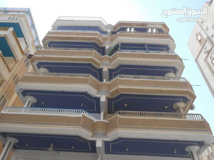 شقة في شارع رئيسي بجوار الدفاع الجوي مسجلة في شاطئ النخيل