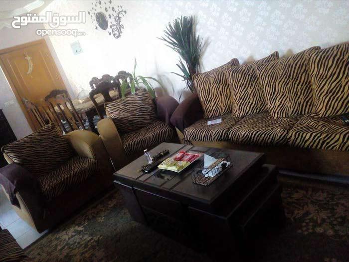 شقه بالعقبه الشاميه عماره 15 طابق أرضى