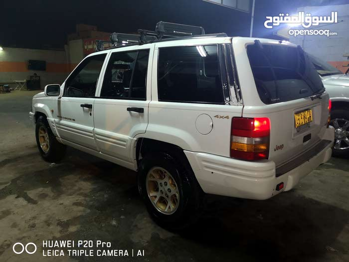 Jeep Grand Cherokee car for sale 1997 in Dhofar city - (107022260
