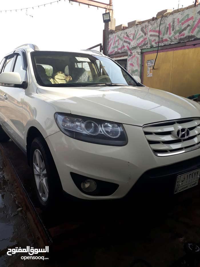 For sale Hyundai Santa Fe car in Basra