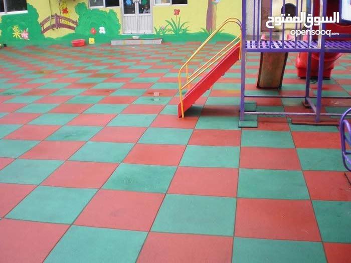 أرضيات مطاطية بأشكال وألوان وقياسات متعددة للحدائق والروضات والصالات الرياضية