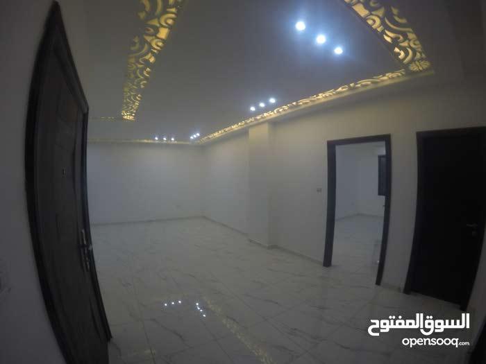 شقة 150م طابقية في ام زويتينة على شارع الاردن