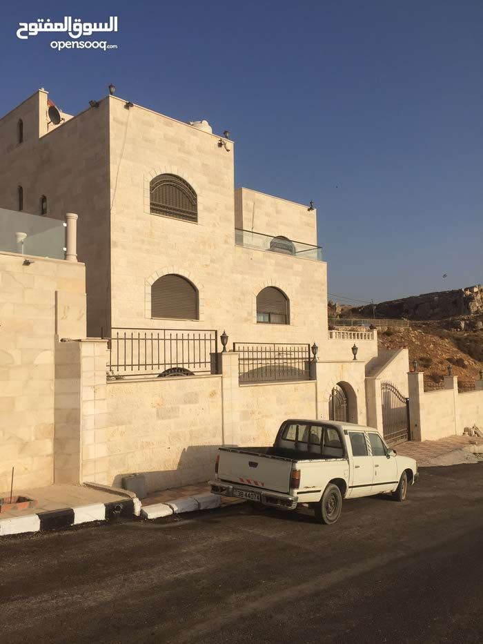 600 sqm  Villa for rent in Amman