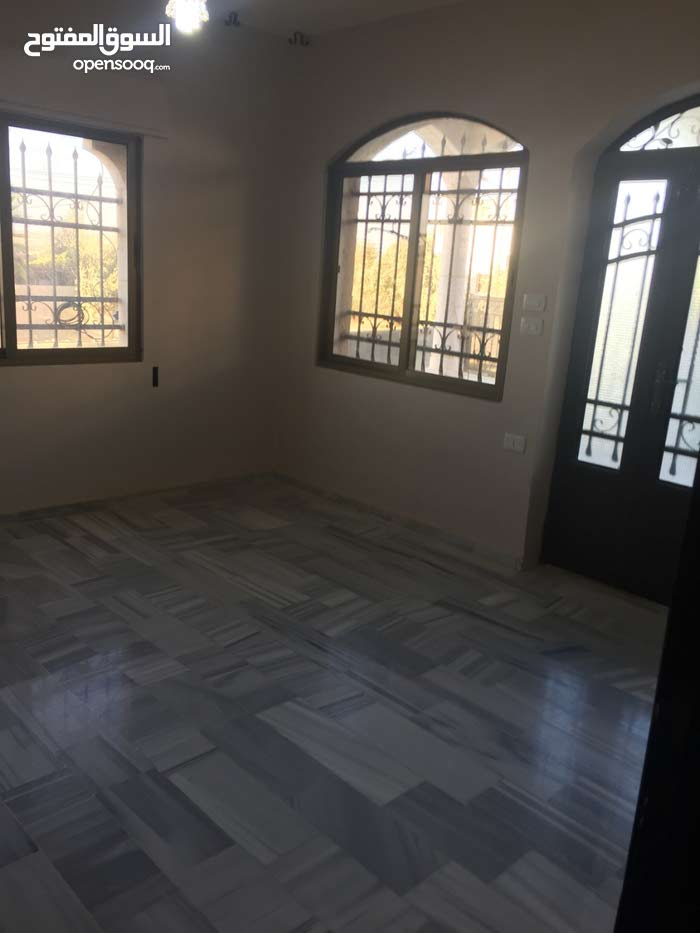 200 sqm  apartment for rent in Madaba
