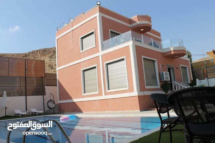 شاليه فاخر بمواصفات فندقية 5 stars للبيع في طريق البحر الميت
