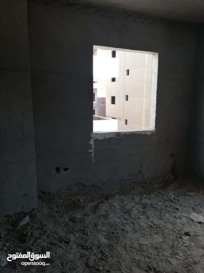 شقة في كمبوند على الواجهه الامامية في الشيخ زايد