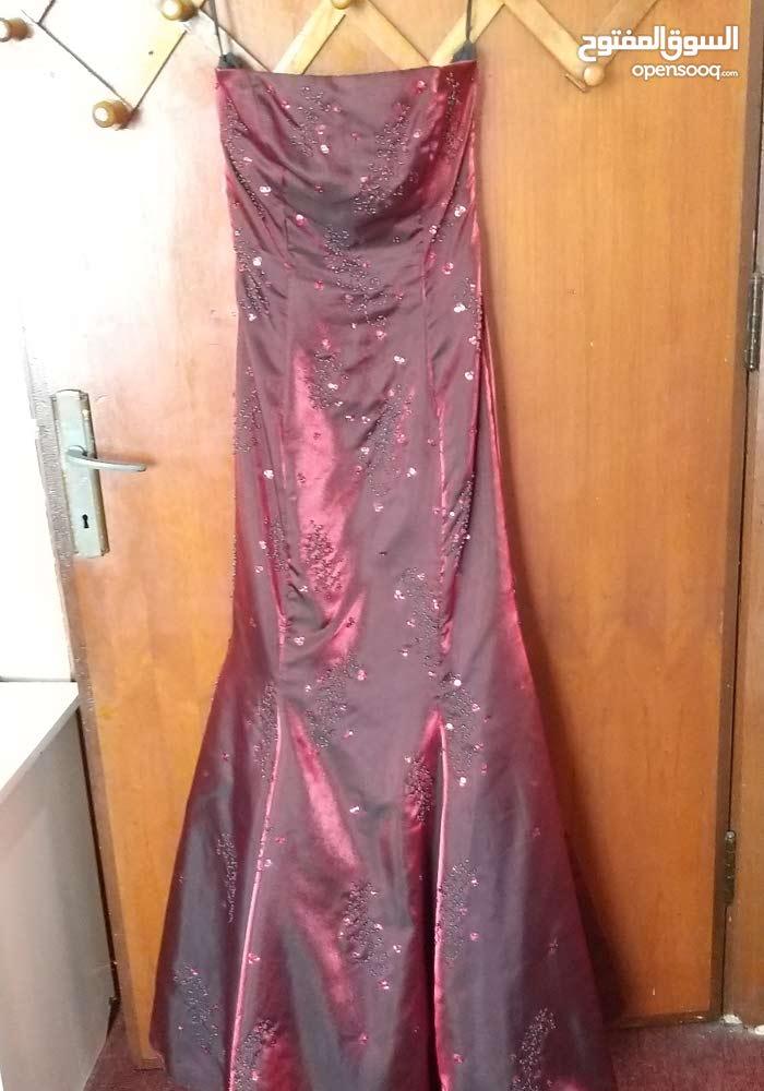 فستان سهرة خمري