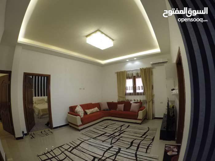 شقة بسيطة و جميلة خلف خزانان النفط بالقرب من شارع المطبات