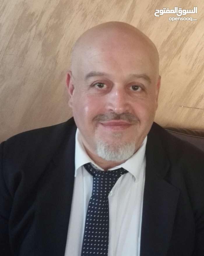 مدير مالي اردني /فيزة زيارة ابحث عن عمل /خبره 20 سنه /رخصه اماراتيه/ضريبة