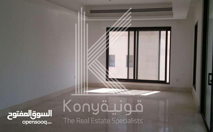 شقة فاخرة للبيع في عبدون موقع مميز