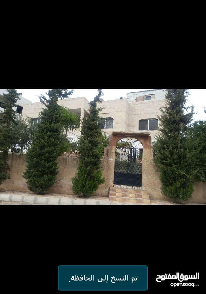 بيت مستقل طابقين في منطقة السلط واد الحلبي