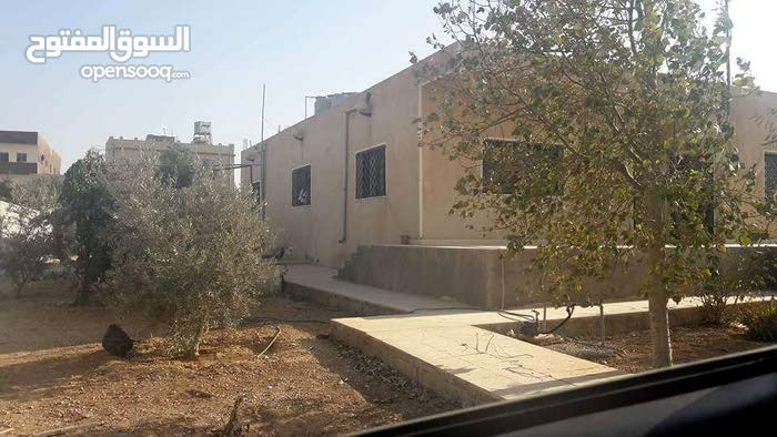 Villas is 6 - 9 years available for sale in Mafraq