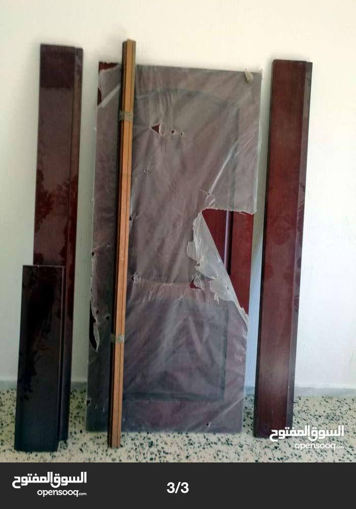 باب صيني نفس يلي ف صوره كامل بي الاقفال توجد كميه كبيره
