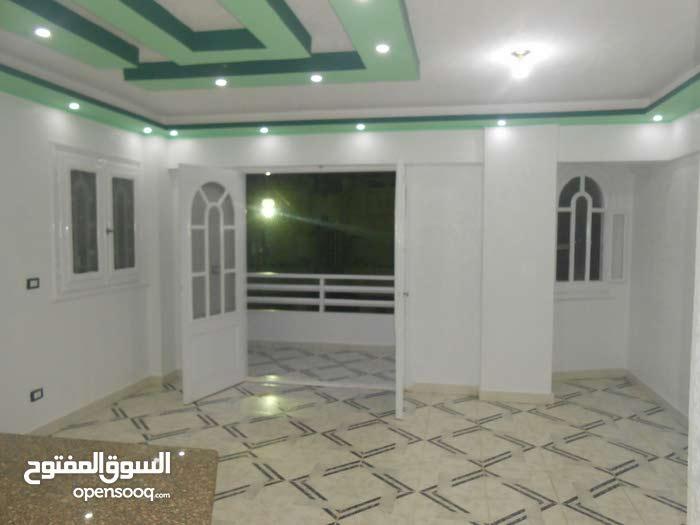 شقة طابق اول بحري 90م في شارع رئيسي - بشاطئ النخيل الاسكندرية