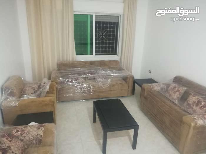 شقة أرضية مفروشة مع ساحة للايجار 110 متر شارع الجامعة الاردنية بموقع حيوي جدا. فرش جديد