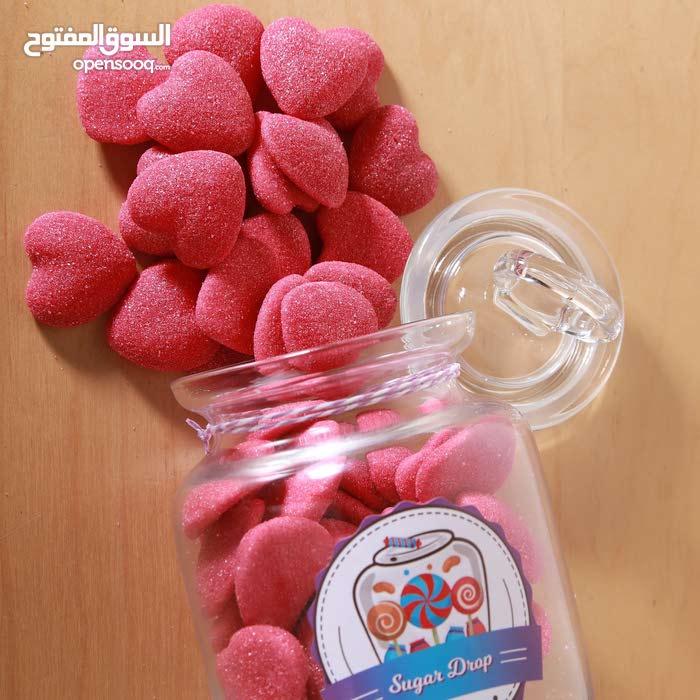 حلوى لذيذة (كاندي) داخل جار زجاجي