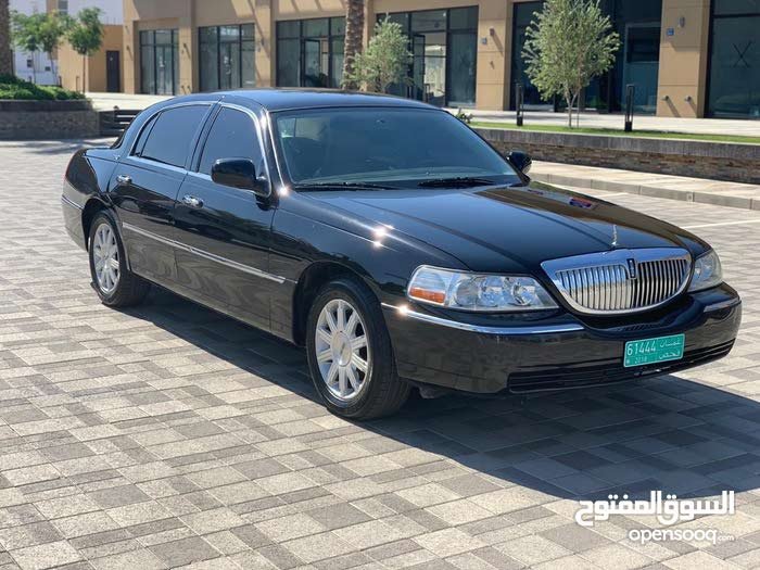 Black Lincoln Town Car 2011 For Sale 92563929 Opensooq