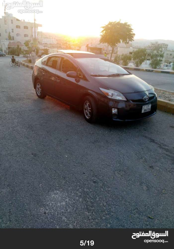 Automatic Black Toyota 2012 for rent