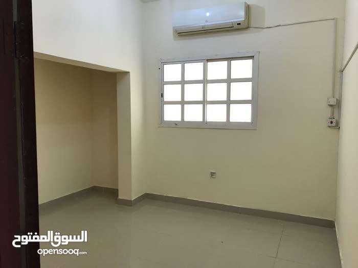 غرفة و صالة و حمام و مطبخ مع حوش مستقل بالدحيل