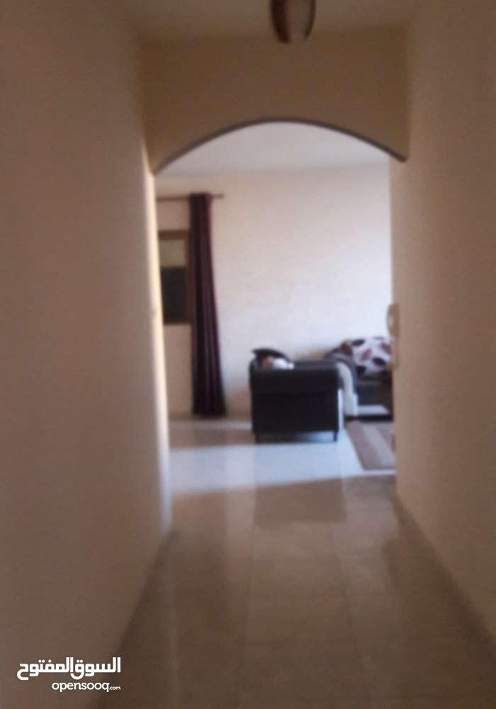 للبيع شقة 115متر جاهزة للسكن غرفتين وصالة عمارة حديثة